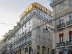 Building facade (with apartment on the last floor in yellow)