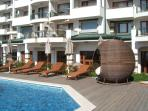 Relax in the afternoon in the Apple and one of the 4 Pool areas