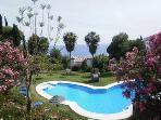 Pool (22 x 6 m)