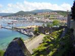 Puerto de Bayona,hay balneario de agua de mar,buenos restaurantes y locales de copas.