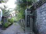 Beautiful entry and driveway to ALLIRA