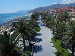 The beautiful Loano seafront promenade, restaurants, ice cream shops & bars, 100m from the prope