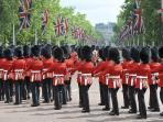 Nearby attraction: Changing the guard