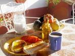 Desayuno andaluz tostada y aceite de la propia finca