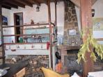 Cocina del salon comunal y aseo completo