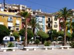 Plaza San Pedro, bares y restaurantes frente al mar