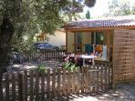 Vue extérieure chalet et jardin privatif