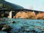 Puente romano sobre el rio Yuso en Boca de Huergano