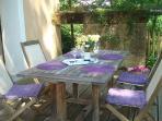terrasse avec vin du maconnais (pouilly-fuissé)