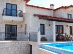 Villa Gunes Poolside