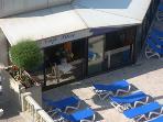 Le café Bleu beside the pool