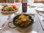 Detalle Restaurante Ensalada Cerrete y Revuelto de Esparragos Trigueros y Setas