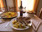 Detalle Restaurante Paella y Chuleton de Ternera con Guarnición