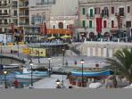 Spinola Bay - 2 minutes away
