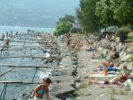 spiaggia lungo lago degli ulivi