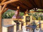 gazebo con forno e barbeque