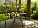 Tavolini sotto il gazebo