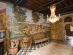 Beautiful sittingroom all with frescoes! Bellissima sala con tutta affrescata!
