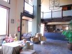 Hall del Hotel junto a Cafetería