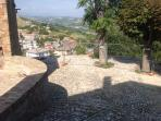 Veduta panoramica su belvedere comunale nei pressi dell'abitazione.