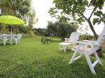 Grande giardino(800 mq) con tavolo per 4 ,con sedie,ombrellone, sedie sdraio ed un barbecue