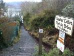 Départ du chemin de randonnées à 100m de la maison