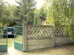 Umzäuntes Grundstück (parken auf dem Grundstück)
