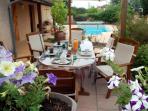 Terrasse pour les repas par beau temps