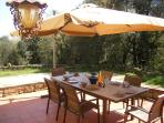 Alfresco dining with plenty of comfort and space