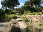 giardino visto dall'ingresso al mare