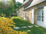 South Side of the House. Charming Cottage 4 Stars Standard for 6 until December & 8 Pers. in March