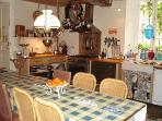 kitchen with range cooker, double American Fridge Freezer, dishwasher & batterie de cuisine