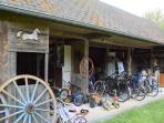 L'écurie avec vélos, poussettes, remorque, ...