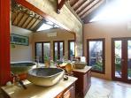 Salle de Bain Int Master bedroom