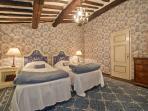 Napoleon twin suite