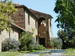 The arrival to Podere la Fonte.Il Susino is on the front of the main house.