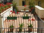 Terrace with red lilies (exclusive use)