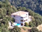 Superbly situated in the hills - panoramic views!