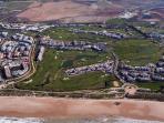 Terrazas del Golf : 2 edificios alargados entre al campo de golf y Hotel Playa Ballena