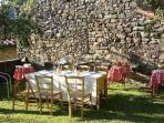 Cenetta estiva in giardino / Dining in the garden