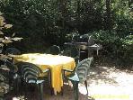 Terrasse est zone barbecue devant la cuisine