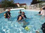 Scuba diving lessons in the swimming pool