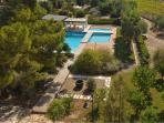 piscine con solarium, immerse nel verde del parco di Villa Carcano