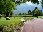 Attractive park grounds, a cycle path winding through the whole complex and also mini-golf fields