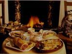 il caminetto del salone per fare colazione davanti al fuoco