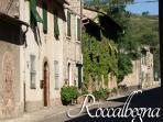 Roccalbegna, local amenities