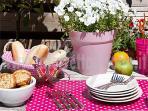 colazioni d'estate sul prato panoramico, sotto il gazebo