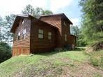 Large Secluded 2 bedroom 2bath log cabin Smoky Ridge Resort Theater/Game Room