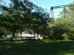 portique et manège en bois, Villa Victoria à Gréasque
