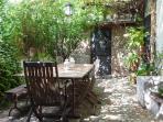 El Jardín es precioso!!!!, fresco en verano y soledo en invierno